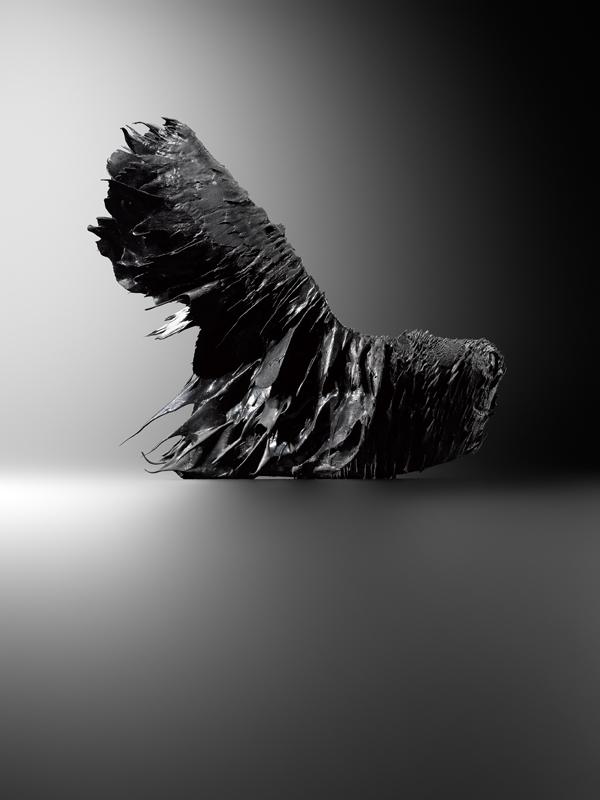 """Iris van Herpen et Jólan van der Wiel, Chaussure """"Magnetic Motion"""", collection prêt-à-porter printemps-été 2015, Amsterdam, Iris Van Herpen © MAD Paris. Photo : Hugues Dubois"""