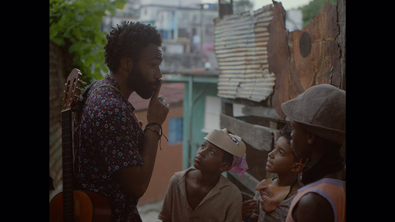 "Donald Glover dans ""Guava Island"""