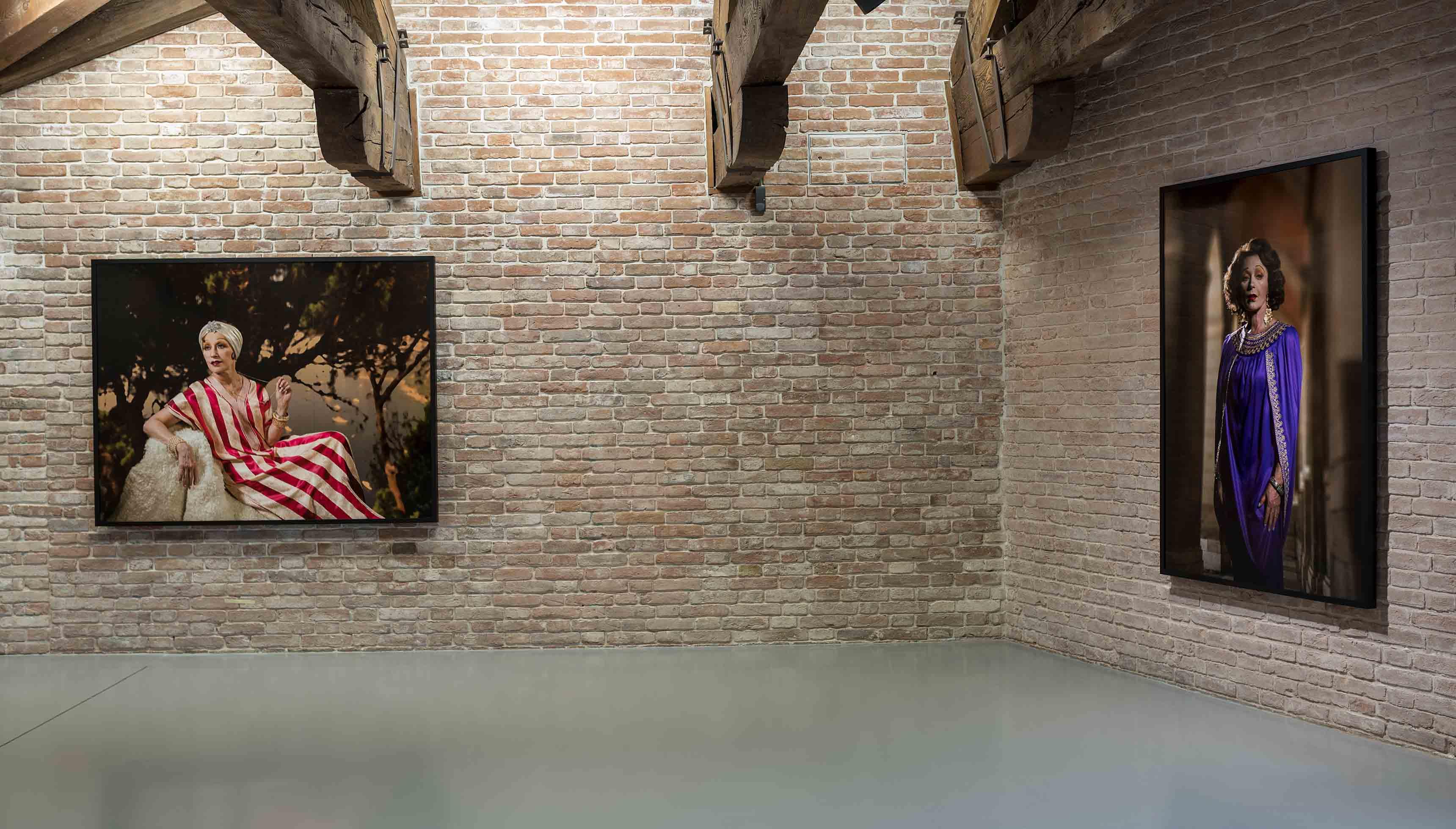 """De gauche à droite : """"Untitled #571"""", Cindy Sherman (2016) et """"Untitled #564"""", Cindy Sherman (2016)"""