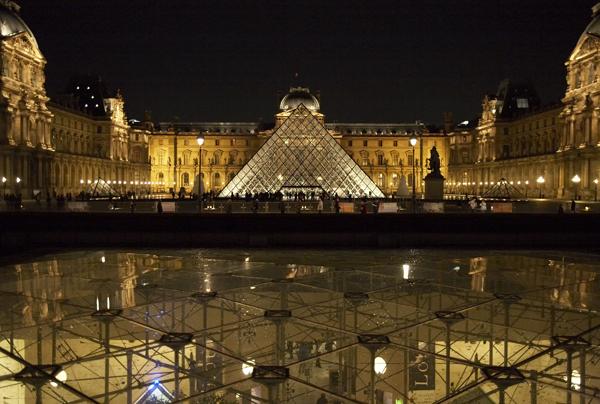 Cour Napoléon et Pyramide du Louvre © 2007 Musée du Louvre - Angèle Dequier