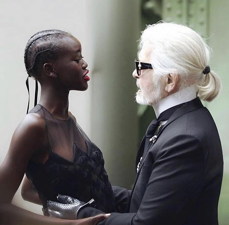 Adut Akech Bior et Karl Lagerfeld.
