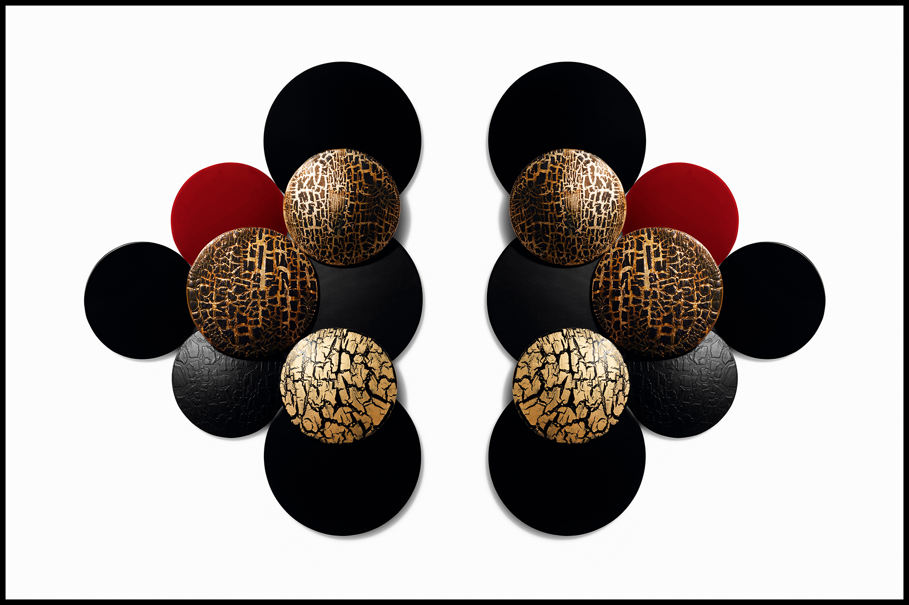 Peintures sur verre. Vernis à ongles mats, laqués et craquelés. Réalisation Laurence Hovart. Photographie Eric Maillet, Numéro 139.