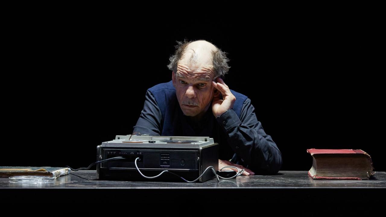 """Denis Lavant dans """"La Dernière Bande"""" de Samuel Beckett, mise en scène par Jacques Osinski. © Pierre Grosbois"""