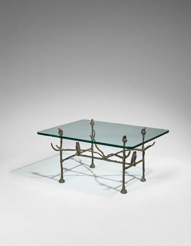 """Diégo GIACOMETTI, """"Table basse trapézoïdale, modèle aux hiboux et aux grenouilles"""", Bronze à patine nuancée vert et à plateau en épaisse dalle de verre, signée « Diego »"""
