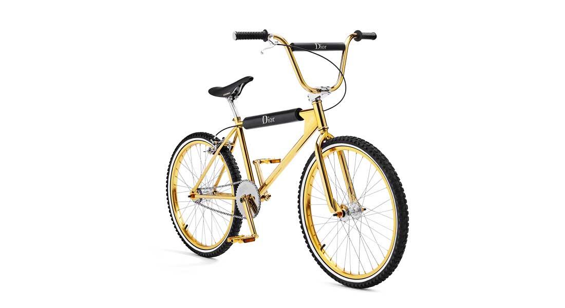 """Le vélo de la nouvelle collection """"Gold"""" de Dior Homme x Bogarde, avec métal doré et détails en cuire de veau lisse. Capsule lancée le 20 avril, en 100 exemplaires numérotés."""