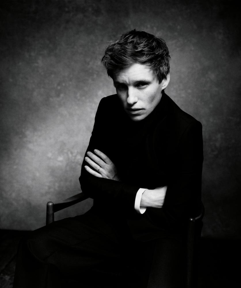 """L'acteur Eddie Redmayne habillé en Dior et photographié par Nikolai von Bismarck pour le livre """"The Dior Sessions""""."""