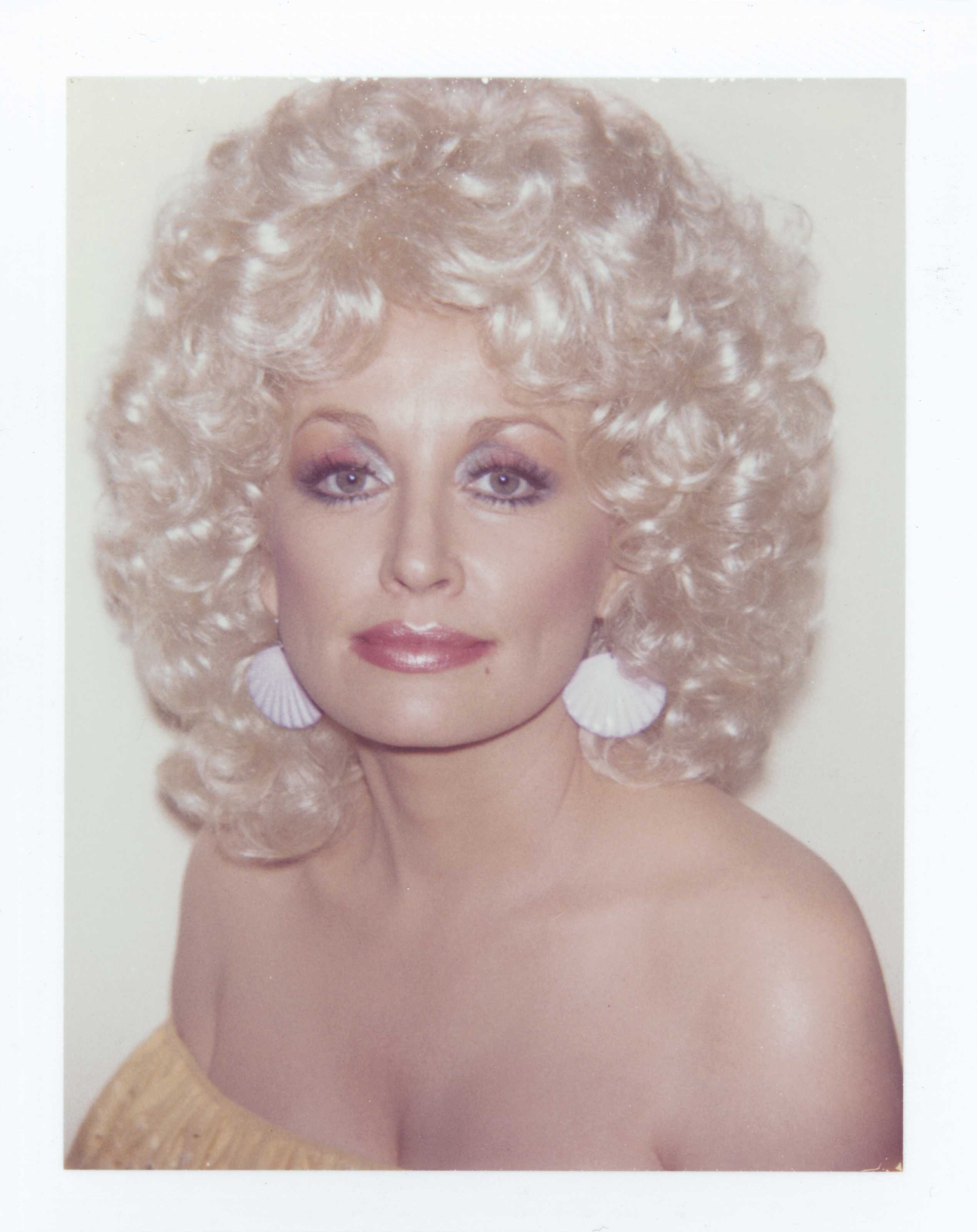 Dolly Parton photographiée par Andy Warhol (Polaroid)