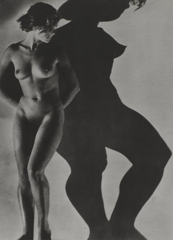 "Dora Maar, ""Assia"" (1934). Épreuve gélatino-argentique."