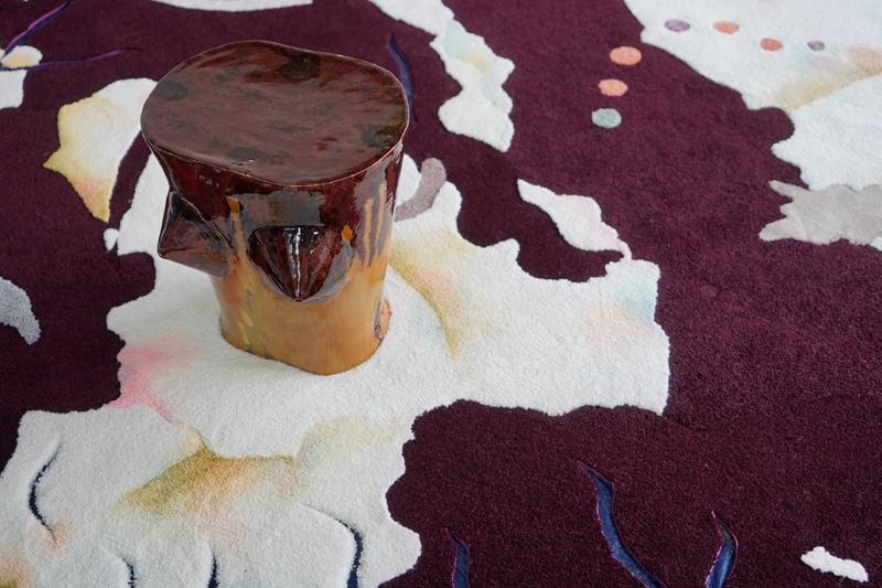 Tapis de Béa Bonafini et céramiques de Paloma Proudfoot