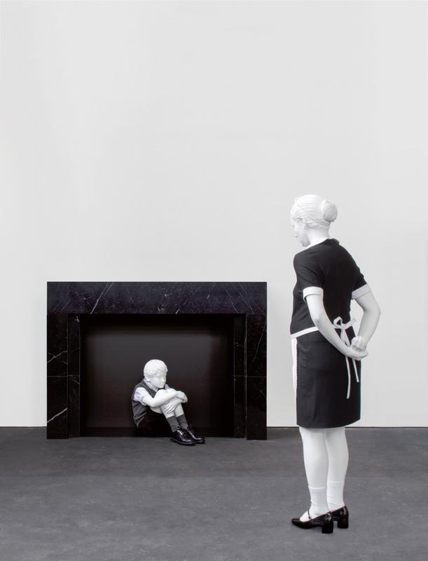 """""""Invisible"""" (2017). Bronze, marbre, bois, laque et vêtements, 125 x 86 x 45 cm (cheminée) et 62 x 26 x 64 cm (petit garçon)."""