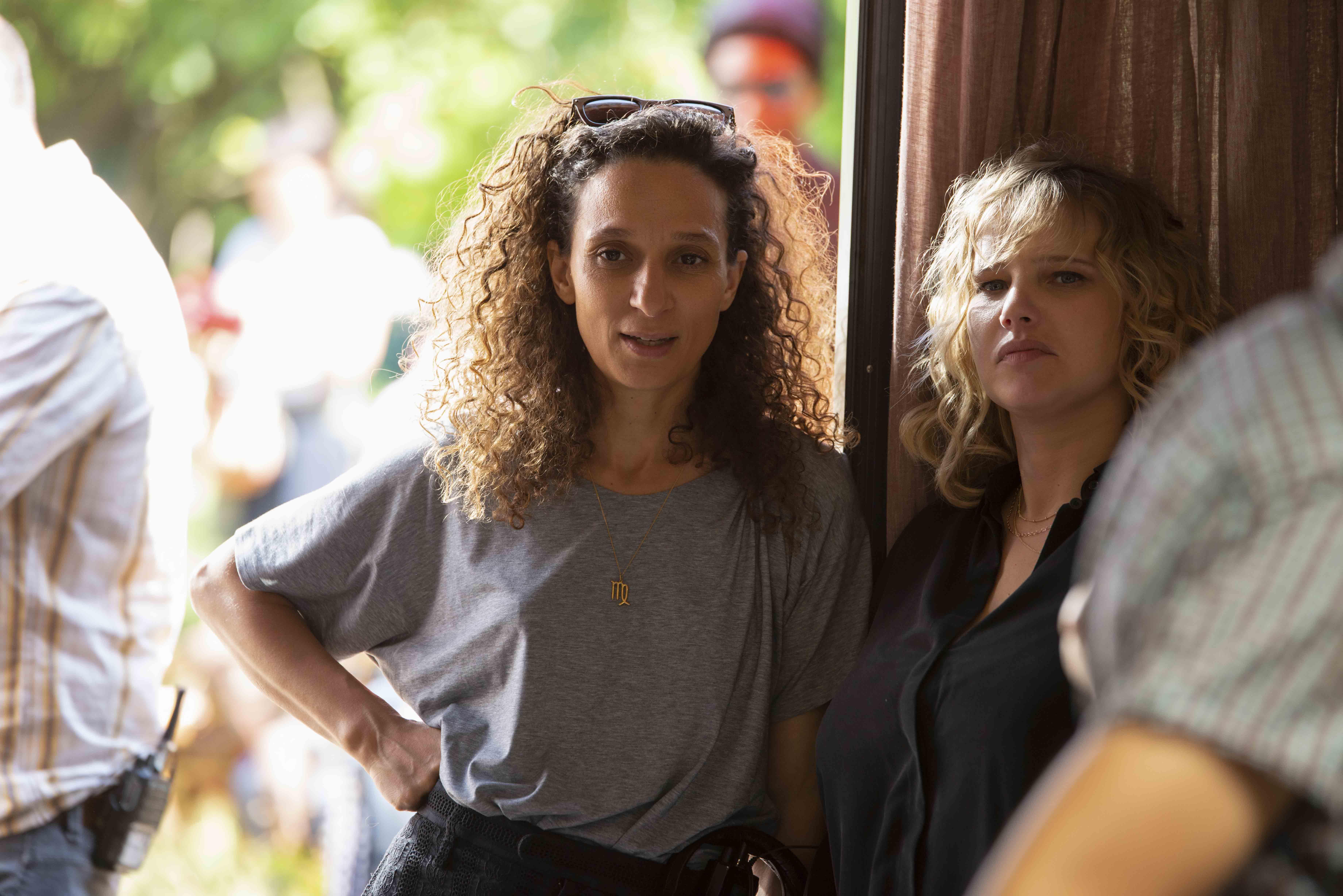 """Houda Benyamina et Joanna Kulig sur le tournage de """"The Eddy""""."""