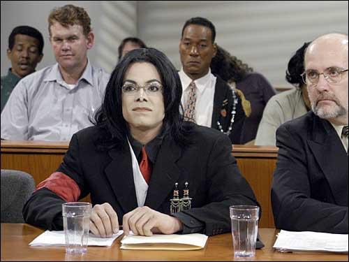 L'acteur Edward Moss lors de la recréation du procès de Michael Jackson par la chaîne américaine E ! Entertainment.