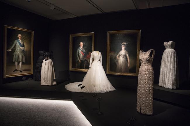 "Vue de l'exposition ""Balenciaga and Spanish painting"" au Museo Nacional Thyssen-Bornemisza."