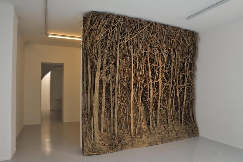 "Eva Jospin, ""Forêt 1"" (2015). Bois et carton, 310 x 330 x 40 cm. Photo : Olivier Toggwiler. Courtesy Galerie Suzanne Tarasieve, Paris"
