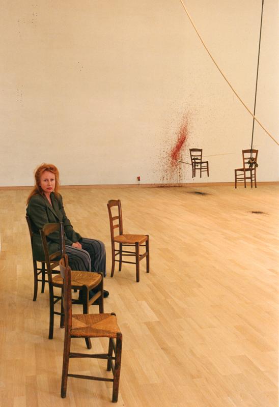 """Rebecca Horn dans l'installation """"Les Délices des évêques à Münster"""" (Allemagne, 1997). Kunstmuseum Stuttgart © Rebecca Horn / ADAGP, Paris 2019"""