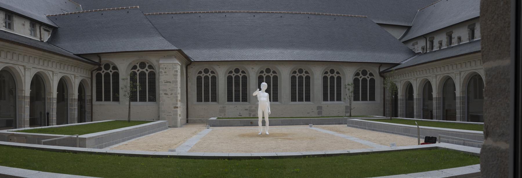 Vues de l'exposition « Debout ! », un choix d'œuvres de la Collection Pinault au Couvent des Jacobins à Rennes (23.06 – 09.09.2018). Ici Charles Ray Boy with Frog, 2009.  © Photo : Jean-François Mollière Pinault Collection