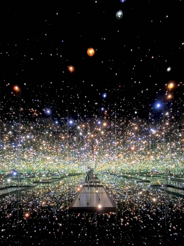 """Exposition virtuelle """"Infinity Mirrored Room : Souls of Millions of Light Years Away"""" de Yayoi Kusama — The Broad, Los Angeles"""
