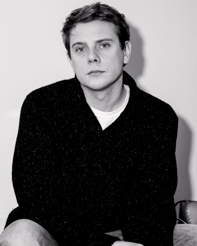 Jonathan Anderson. Portrait par Romain Bernardie-James.