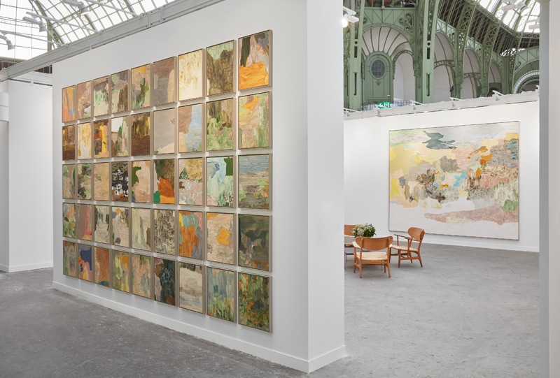 Vue du stand de la galerie neugerriemschneider avec Andreas Eriksson à la FIAC 2019, Grand Palais, Paris. Photo : Sebastiano di Pellion. Courtesy the artist and neugerriemschneider, Berlin.