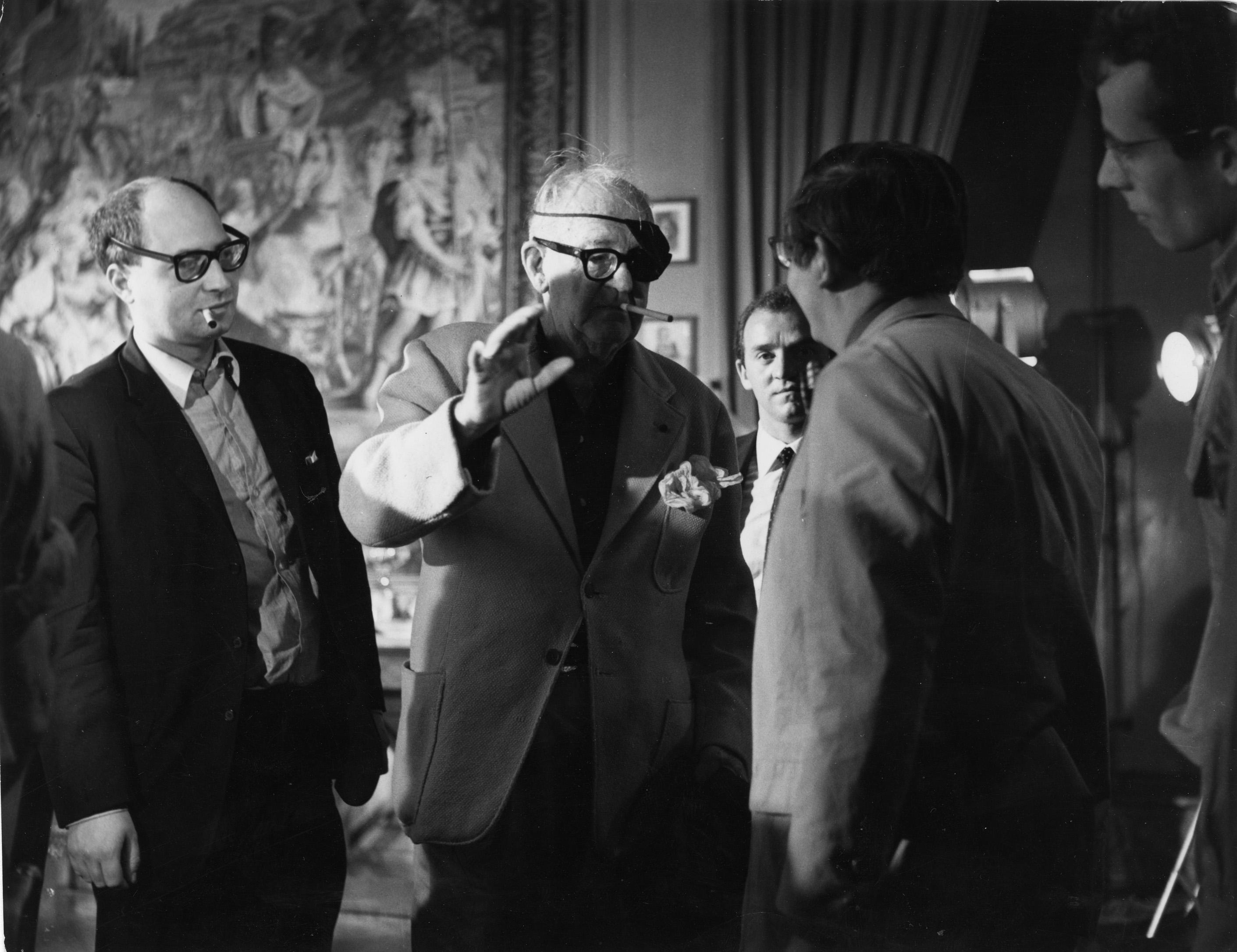 Pierre Rissient en compagnie de John Ford et de Claude Chabrol en 1966 à Paris.
