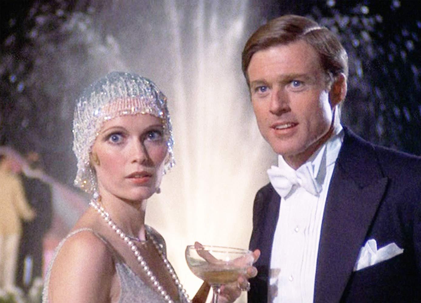 """Mia Farrow et Robert Redford dans """"The Great Gatsby"""", réalisé par Jack Clayton, scénario de Francis Ford Coppola (1974)."""