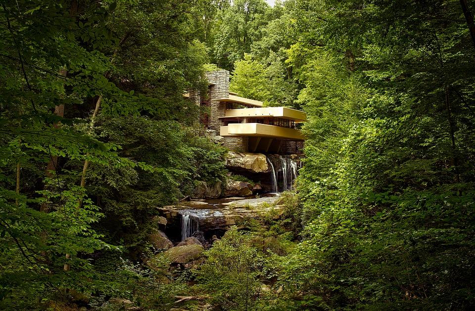 """""""La Maison sur la cascade"""", (1936-1939), État de Pennsylvanie, États-Unis. Photo : courtesy Pixabay."""