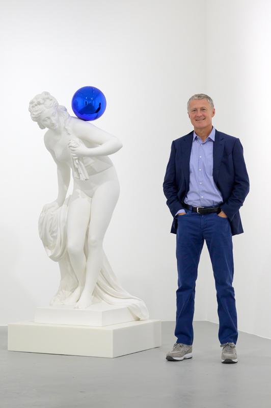 "David Zwirner with Jeff Koons, ""Gazing Ball (Diana)"" (2013), at David Zwirner Paris (2019). Photo by Charles Duprat. Courtesy David Zwirner"