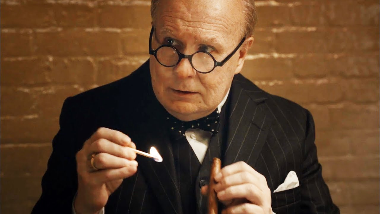 "Gary Oldman en Winston Churchill dans ""Les Heures Sombres"" de Joe Wright"
