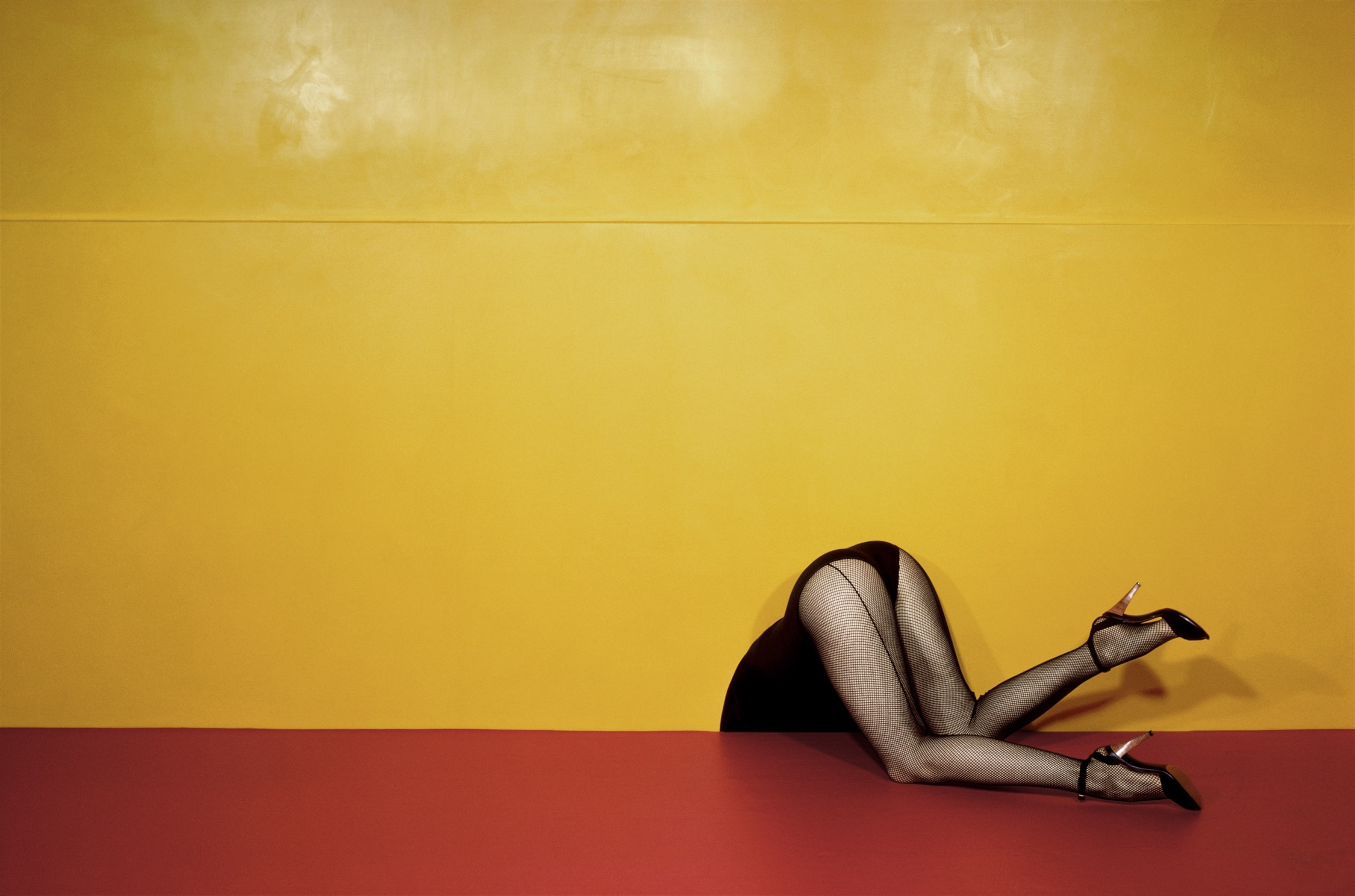 "Guy Bourdin, ""Charles Jourdan"" (printemps 1979). © The Guy Bourdin Estate, 2019"