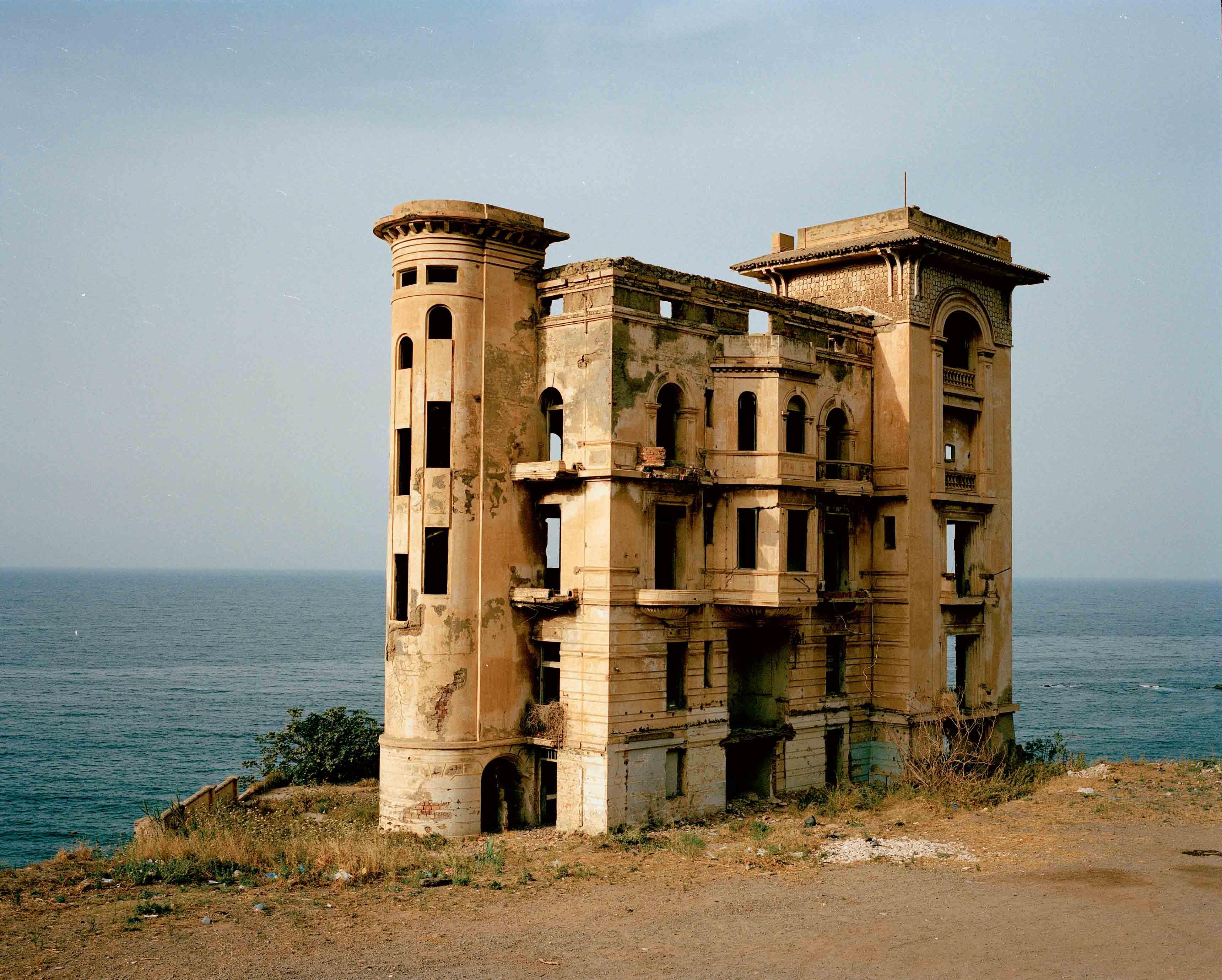 """Haunted House II"" (2006), de Zineb Sedira. Photographie couleur, 80 x 100 cm."