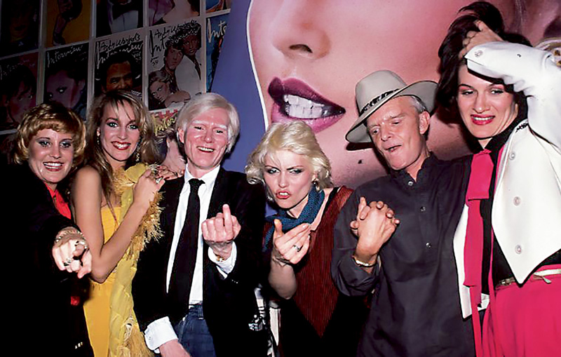Lorna Luft, Jerry Hall, Andy Warhol, Debbie Harry, Truman Capote et Paloma Picasso.