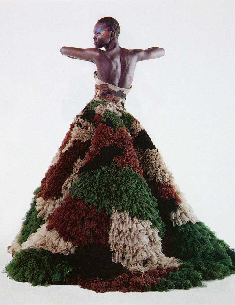 Numéro #11 Mars 2000. Mannequin : Alek Wek en Gaultier Paris. Make up : Emmanuel Sammartino, Kyriaki Savrani. Hair : Odile Gilbert.