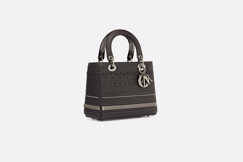 Le sac Lady Dior réinterprété par Isabelle Cornaro
