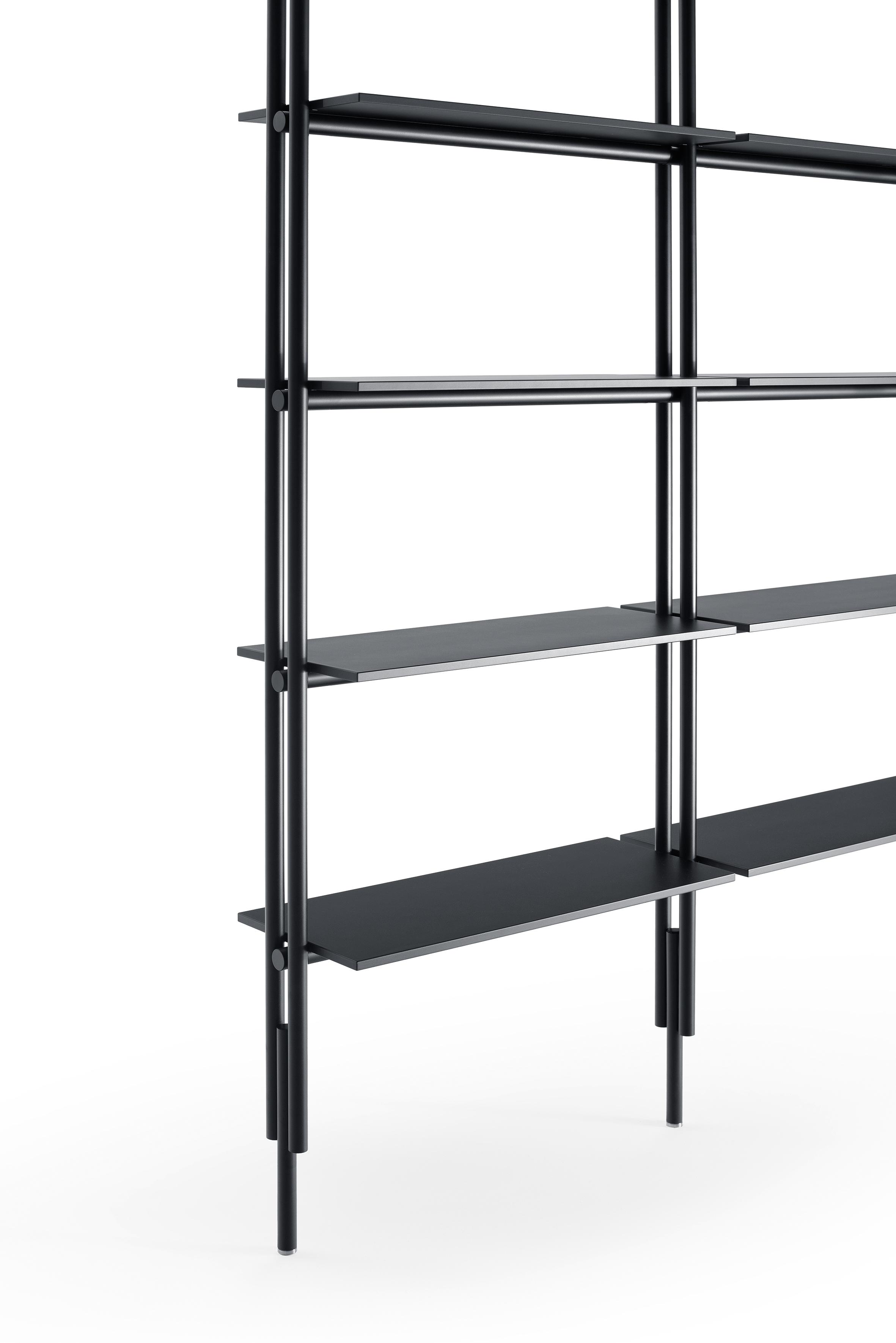 "B&B italia design 2018, ""Jack"", système debiblihotèque modulable en aluminium."