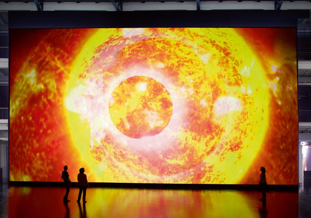 """The Planck Universe (Macro)"" (2015) de Ryoji Ikeda. Installation commandée et produite en coopération avec le Centre d'art et de technologie des médias de Karlsruhe. Photo Martin Wagenhan. © Ryoji Ikeda, Courtesy of ZKM | Karlsruhe"