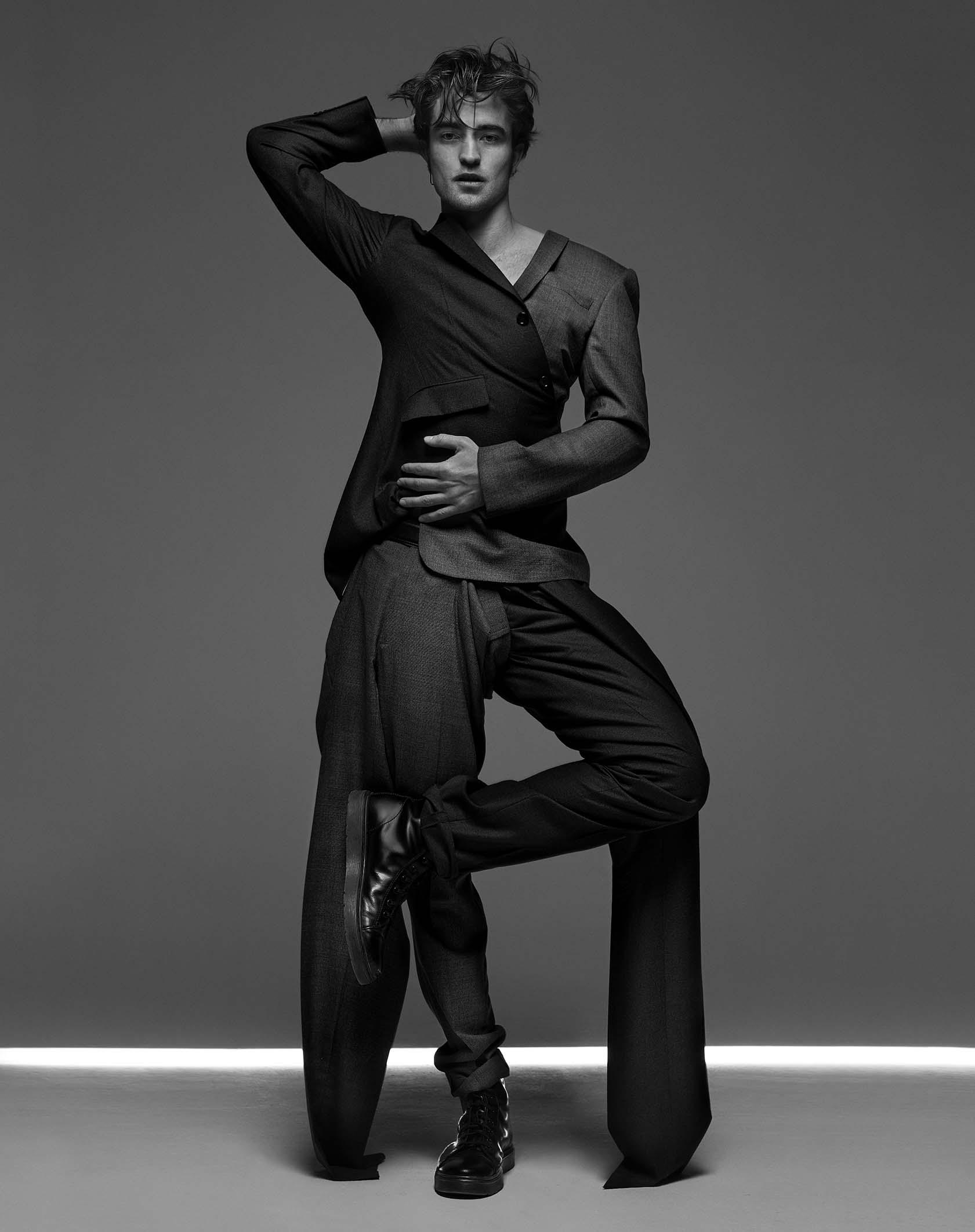 """Robert Pattinson par Jean-Baptiste Mondino. Photographie publiée dans Numéro Homme #31 en 2016. Tirage unique signé pour l'exposition """"Mondino Numéro 20 ans"""" au Studio des Acacias. Impression jet d'encre sur papier Rauch Dos Bleu."""