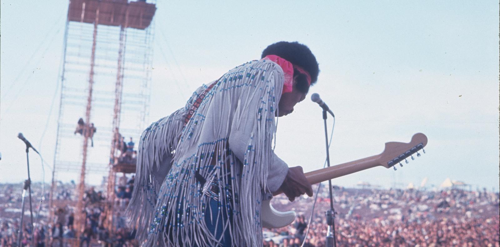 Jimi Hendrix, lors de la première édition du festival Woodstock, en août 1969. Photo : Jonathan Stathakis