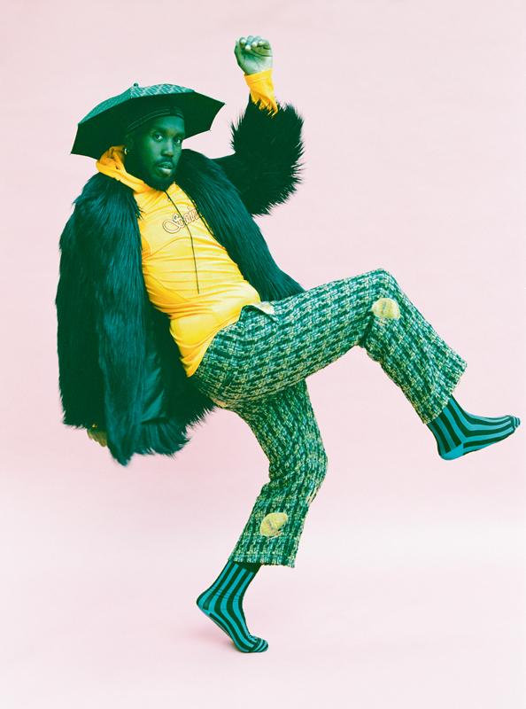Coat LEO, T-shirt SANKUAZ, trouser MARNI, hat FENDI, socks BOTTEGA VENETA.