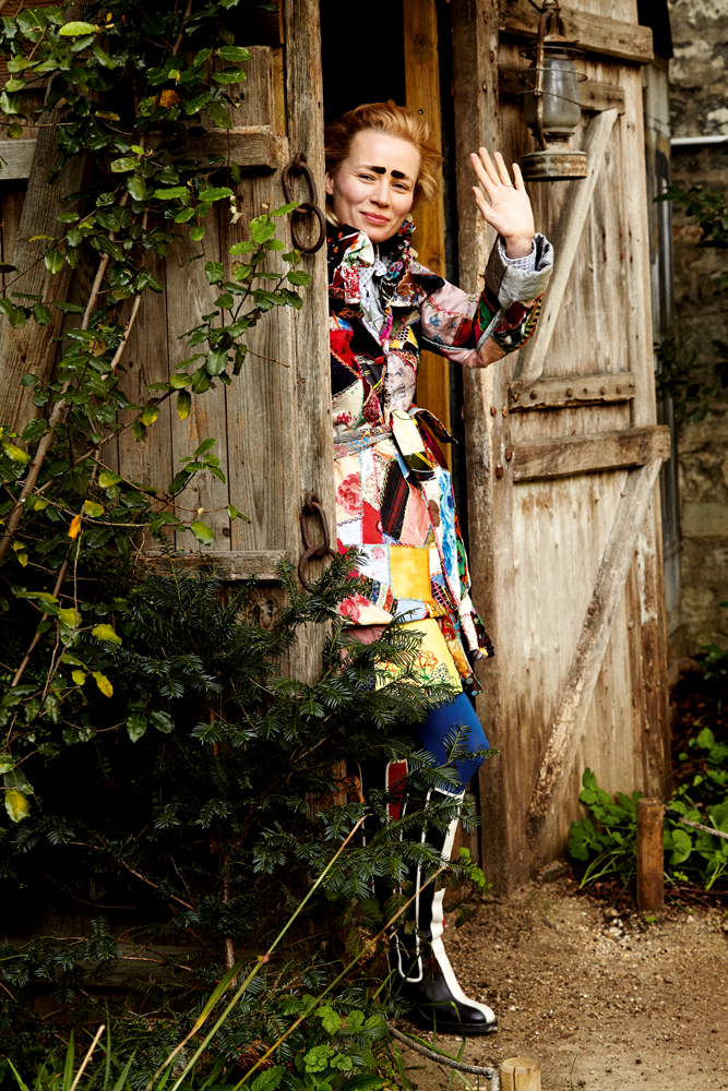 L'artiste Kris Lemsalu représente l'Estonie à la Biennale de Venise.