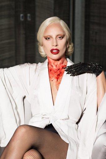 """Lady Gaga dans le rôle d'Elizabeth Johnson (""""La Comtesse"""") dans """"American Horror Story"""", saison 5, """"Hotel"""" (2015)."""