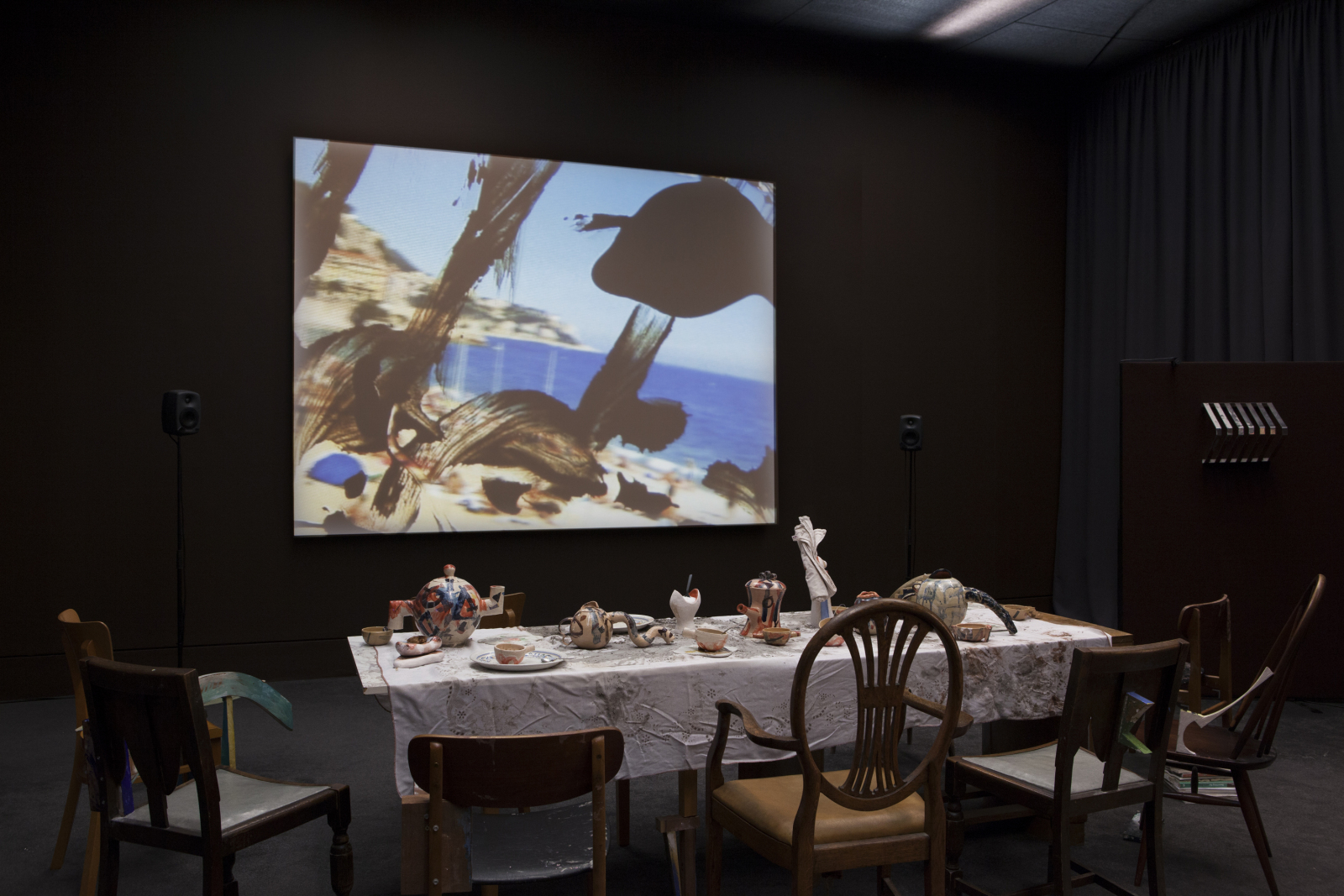 Laure Prouvost, vue de l'installation au Tate Britain, Londres, 2013, techniques mixtes, vidéo. Courtesy de Mot International (Bruxelles - Londres).