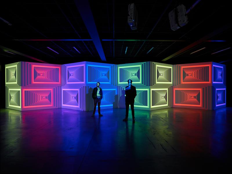 """Florian et Michael Quistrebert devant leur exposition """"Zigzag"""" au CCC OD, 2019 © F. Fernandez - CCC OD, Tours. Courtesy des artistes et Crèvecoeur, Paris."""