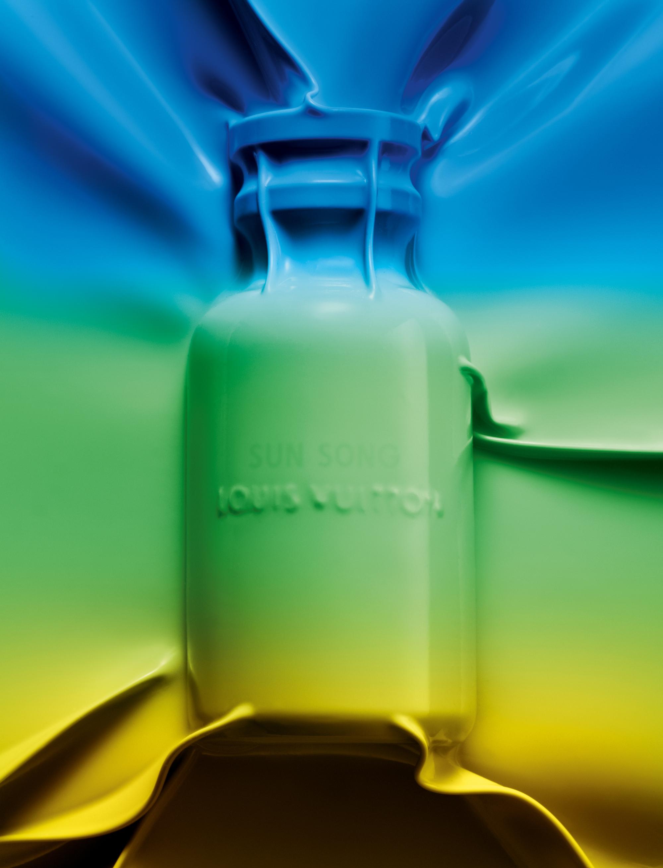 """Les vacances californiennes inspirent cette nouvelle ligne colorée de trois fragrances fraîches et saisissantes composées par le maître parfumeur Jacques Cavallier Belletrud. Parfum de Cologne, """"Sun Song"""", eau de parfum, LOUIS VUITTON."""