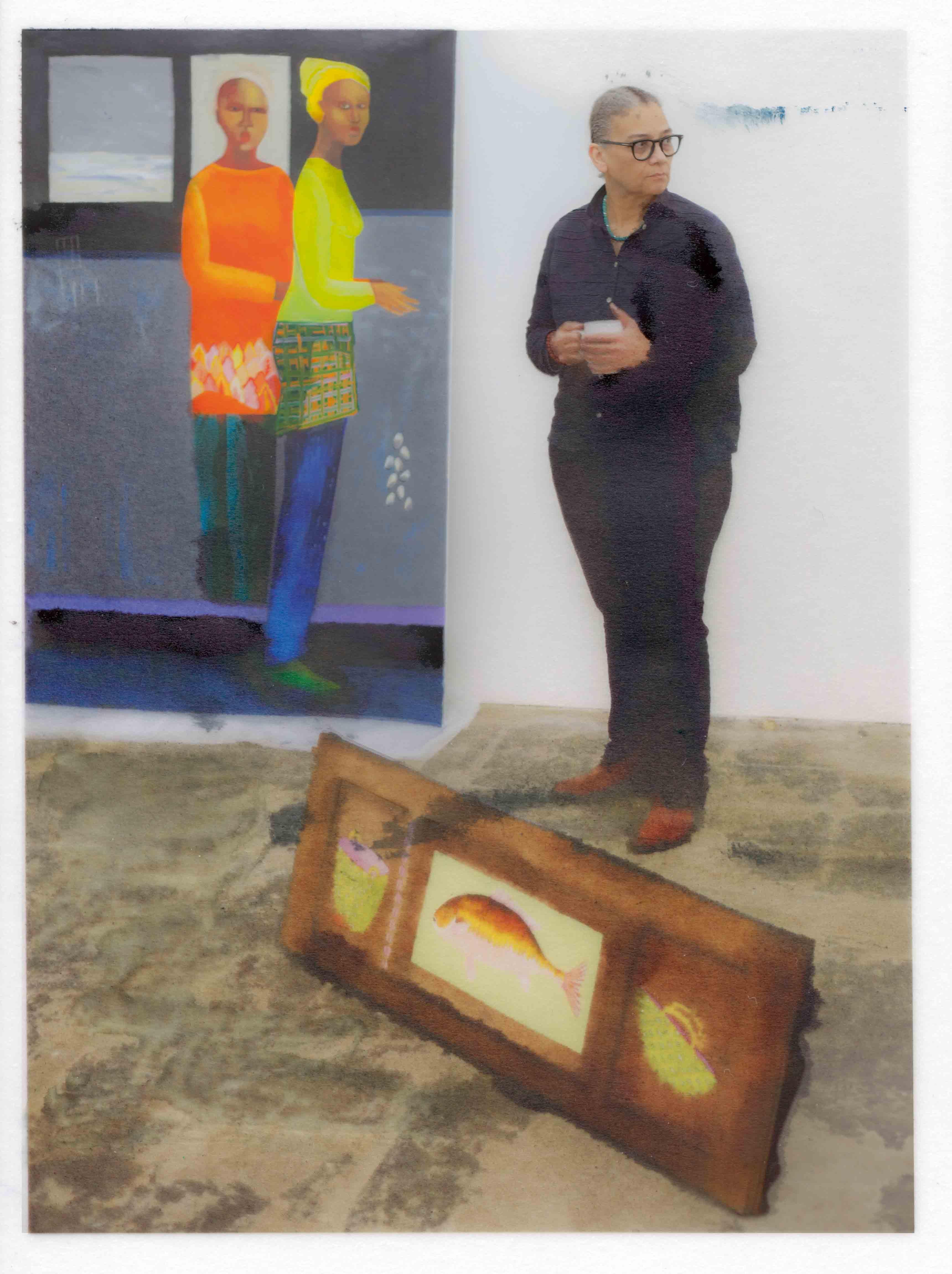 """Lubaina Himid, photographiée à la galerie Hollybush Gardens à l'occasion de son exposition """"The Tenderness Only We Can See"""", au mois de février à Londres."""