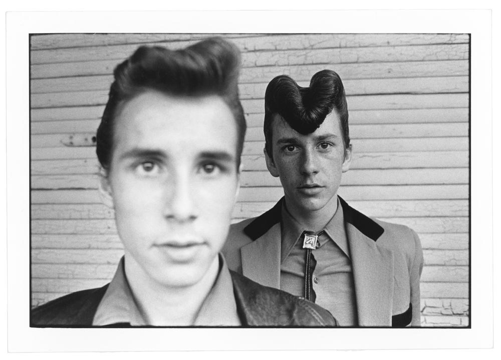 Chris Steele-Perkins, Jeunes blousons noirs à Southend, Angleterre, 1976© Chris Steele-Perkins/Magnum Photos