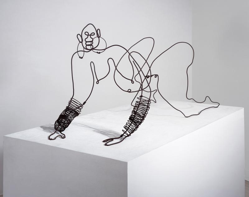 "Alexander Calder, ""La négresse"" (1929). Fil de fer, 43,2 x 100 x 48,3 cm. Photo : Kerry Ryan McFate, 2019 Calder Foundation, New York/Artist Rights Society (ARS). New York, courtesy Pace Gallery"