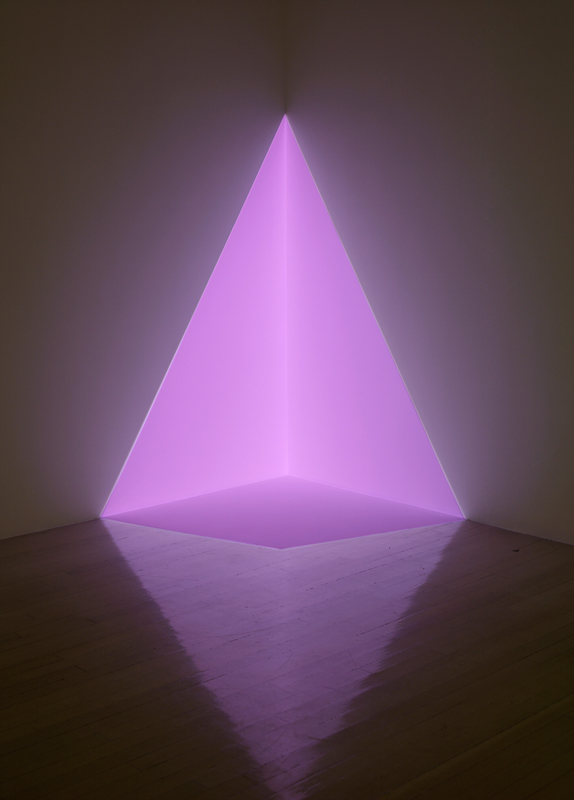 """James Turrell, """"Alta (pink)"""" (1968). Projection, dimensions variables. Photo : Kerry Ryan McFate, courtesy Pace Gallery et James Turrell"""