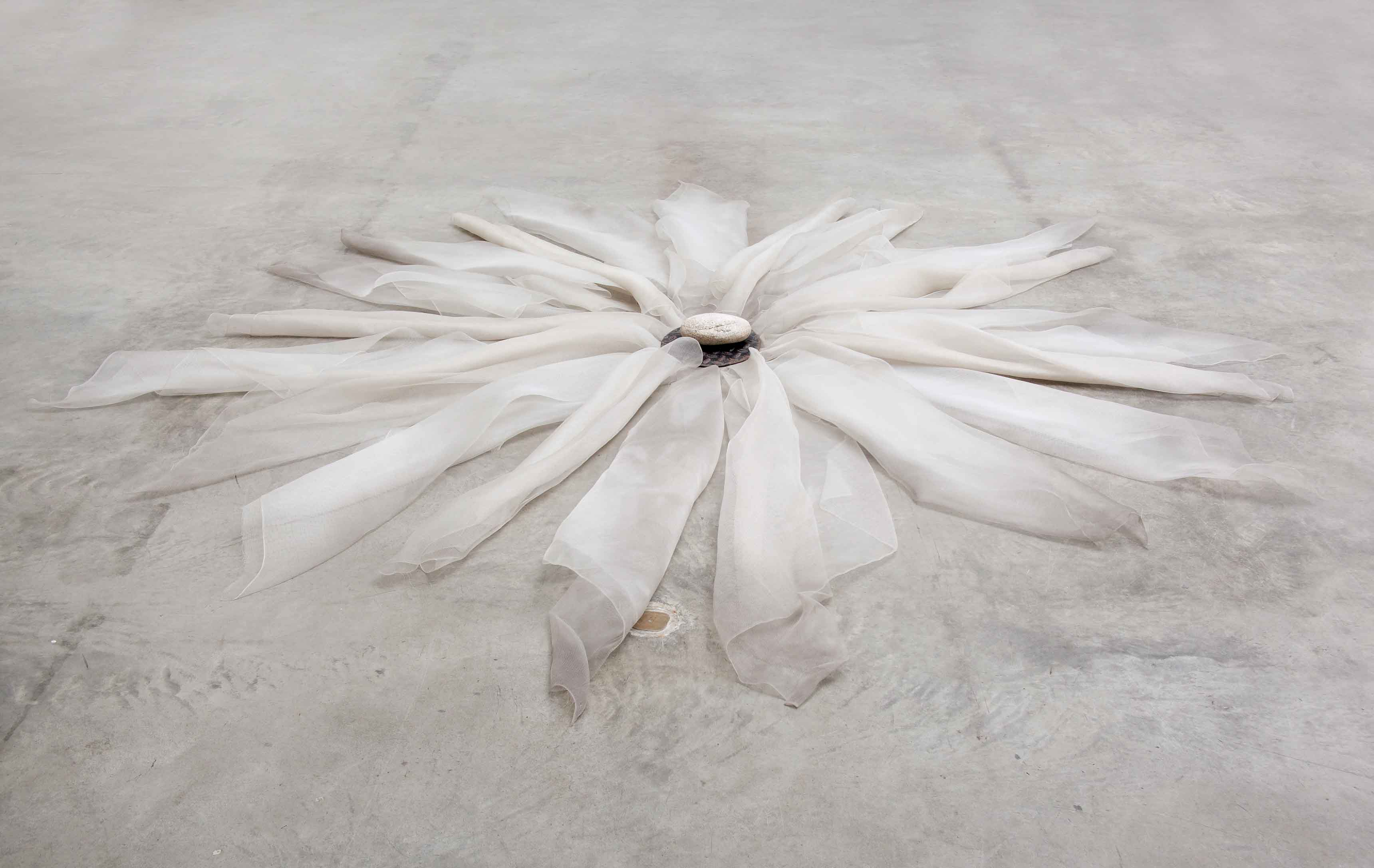 Untitled (1979), by Marisa Merz. Nylon fiber, iron and stone, 15 x 290 x 290 cm.