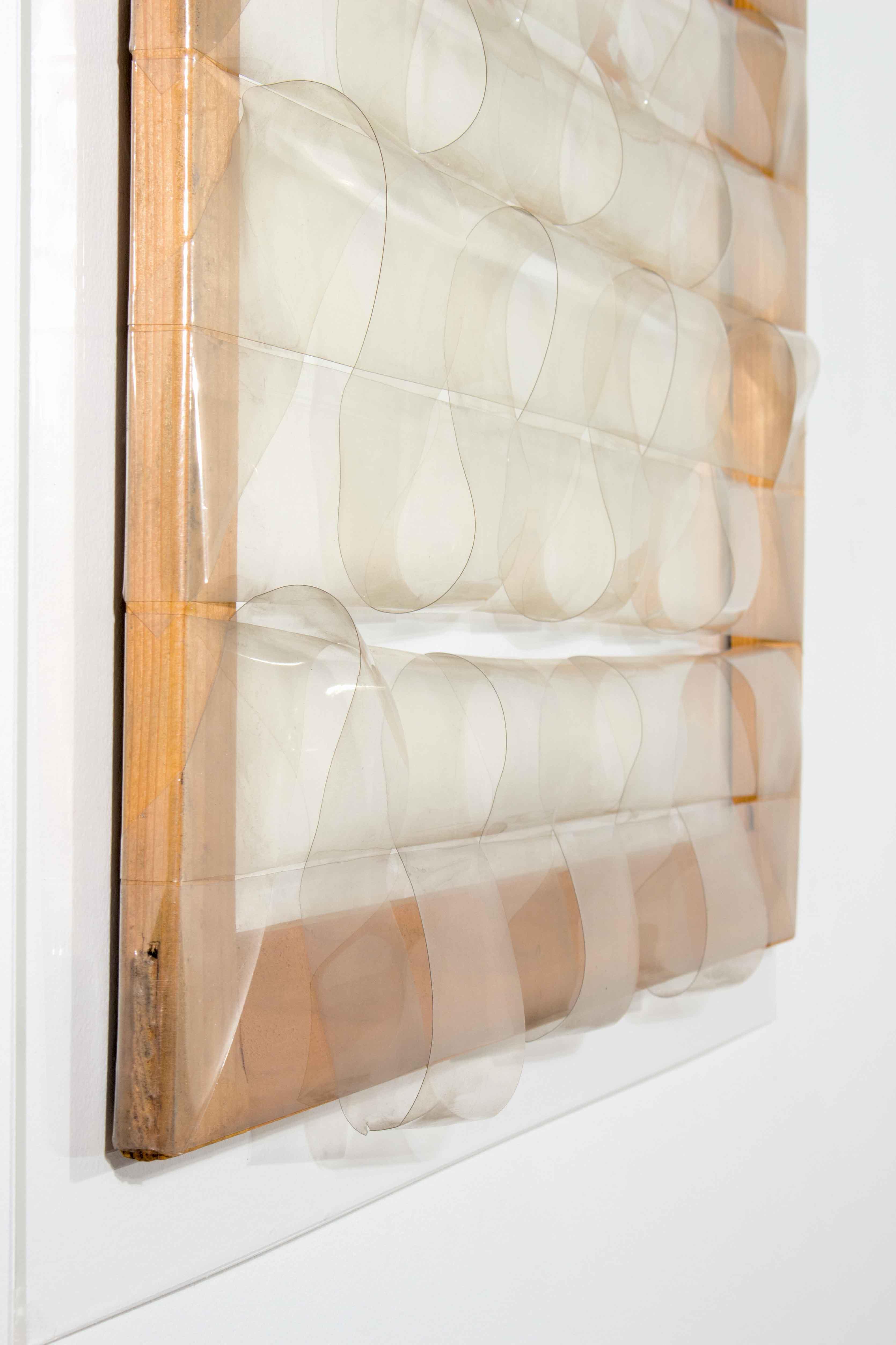 Trasparente (1975), de Carla Accardi. Sicofoil sur bois, 72 x 72 cm.