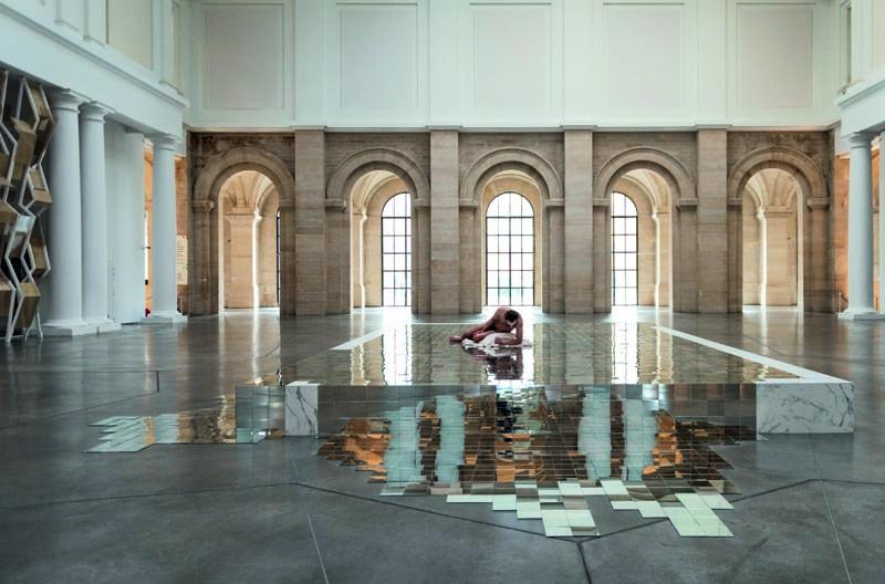 """Vue de l'installation """"Besoin d'air"""" (2019) de Mathias Kiss au palais des Beaux-Arts de Lille."""